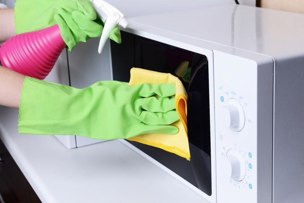 Quick Ways To Clean A Microwave